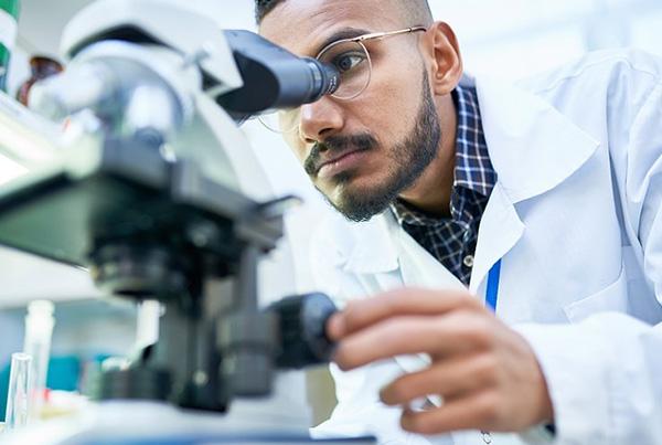 Registrar la jornada laboral en una Industria química con un ERP